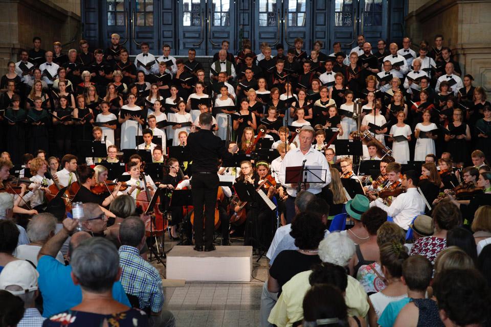 Großer Chor im Hauptbahnhof Leipzig