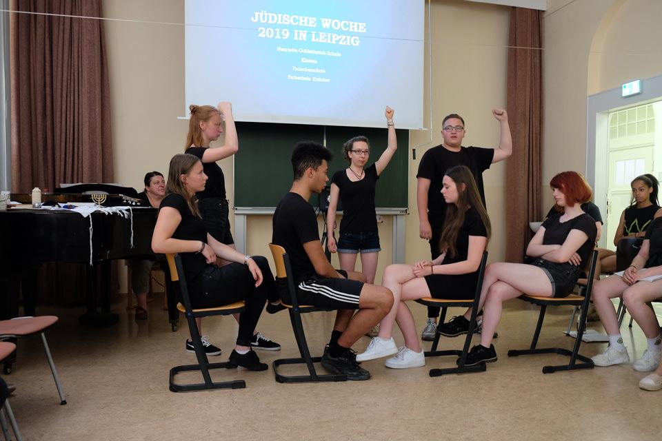 Schüler spielen ein Theaterstück